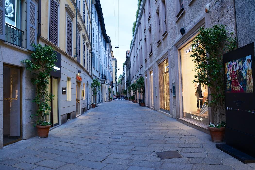 Via della Spiga in der blauen Stunde