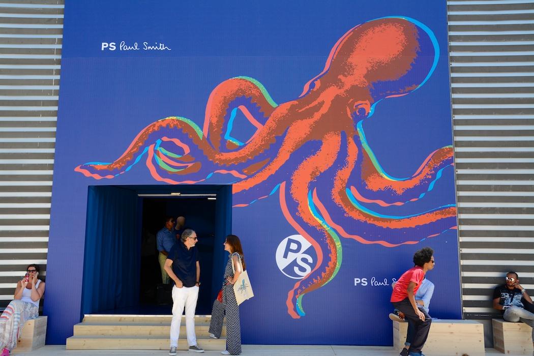 Blue sea and red calamari